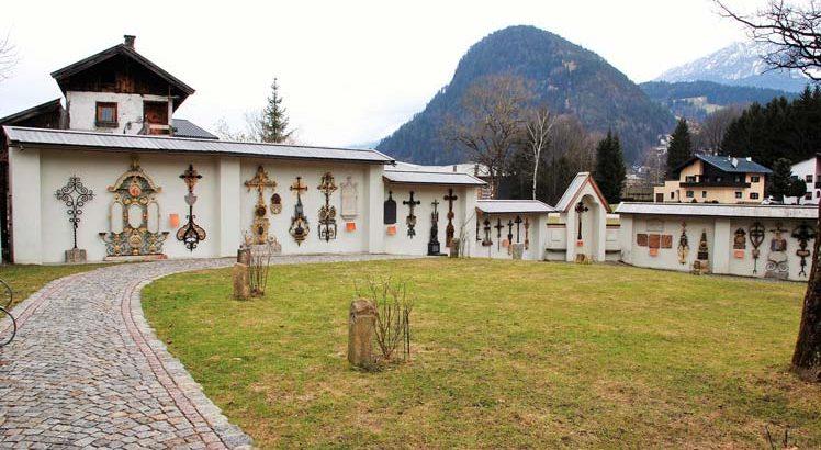 Lustiger Friedhof Kramsach ©Alpbachtal Seenland Tourismus / Museumsfriedhof Tirol